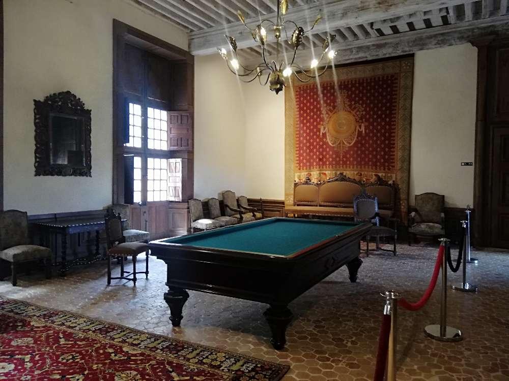 Billard et Table marquetée de style Louis XIV.